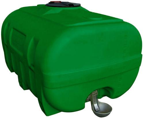 Beispiel PE-Weidefass inklusive Schwallwand – grün eingefärbt mit einer Tränke