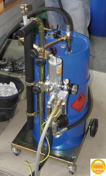 Beispiel Blech-Spundfass 60 Liter, montiert auf Ölabsauggerät für Kraftstoffe