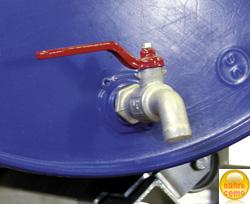 Kugelauslaufhahn für einfache Entnahme. Drehbare Rollenauflage für einfache Bewegung der Fässer